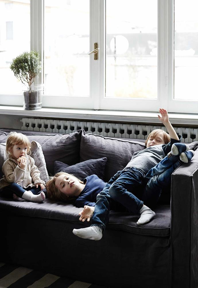 **Family room** Sofia, Philip and William on the slip-covered sofas.