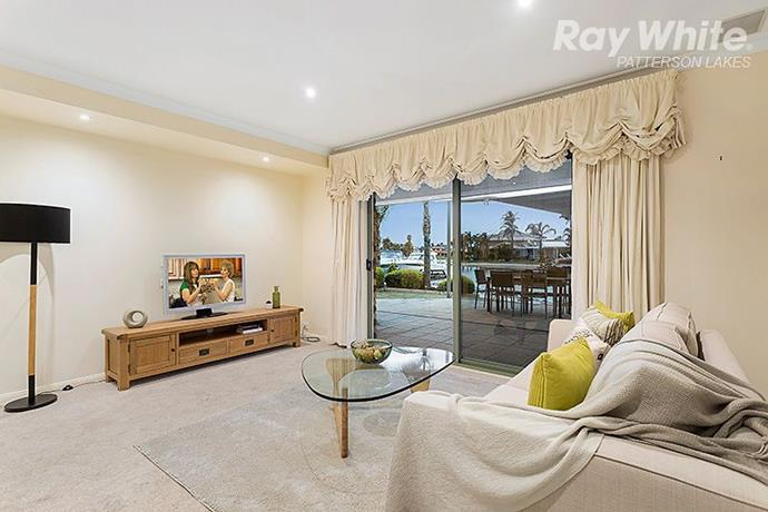 The home's living room opens onto an alfresco dining area and enjoys uninterrupted water views. During the filming of *Kath and Kim* the ocean views were hidden behind a tall fence.