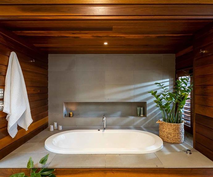 "A mid-century modern style [inset bathtub](https://www.homestolove.com.au/inset-bathtubs-19355|target=""_blank"")."