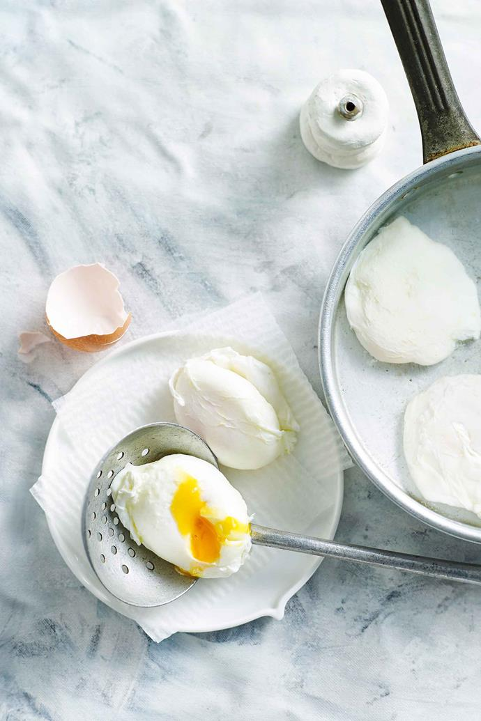 You can cook poached eggs to perfection if you master a few simple tricks.