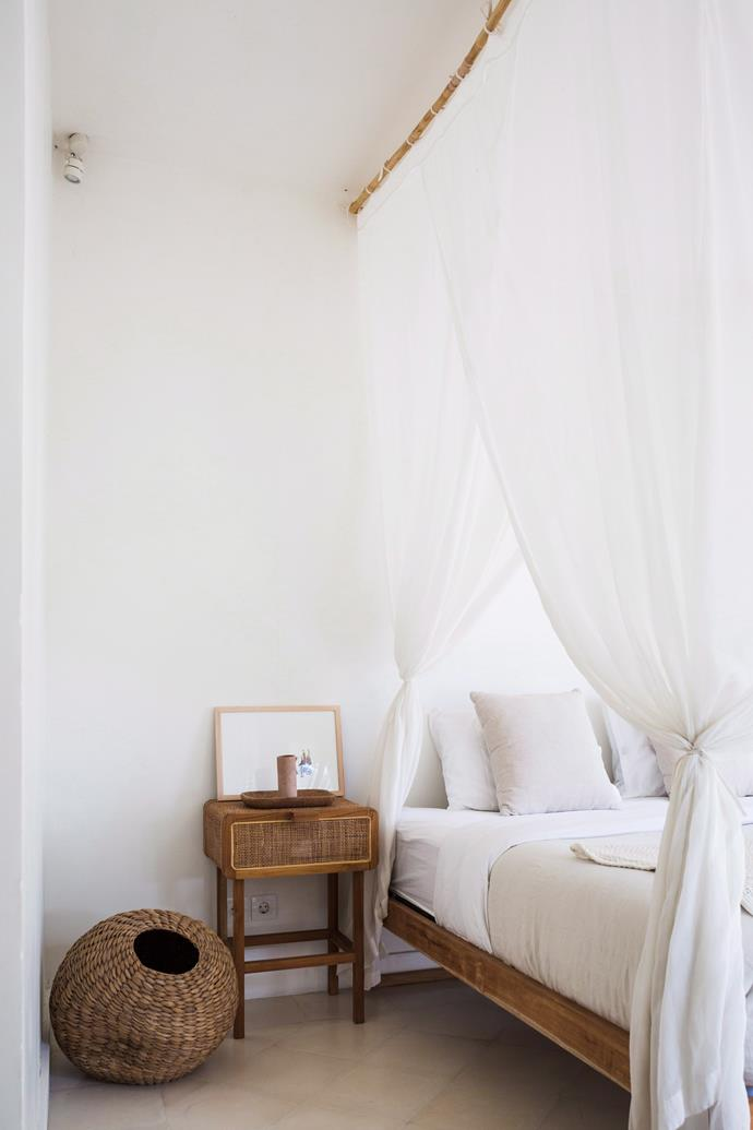 Keep furniture and decor minimal in the bedroom to reduce the accumulation of dust.