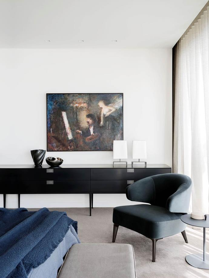 "Perched on the edge of Sydney harbour, this [home](https://www.homestolove.com.au/a-sophisticated-home-on-the-edge-of-sydney-harbour-4914|target=""_blank"") boasts interiors by Meryl Hare and Eloise Fotheringham of Hare + Klein while art by celebrated Australian artist Garry Shead adorns the walls."