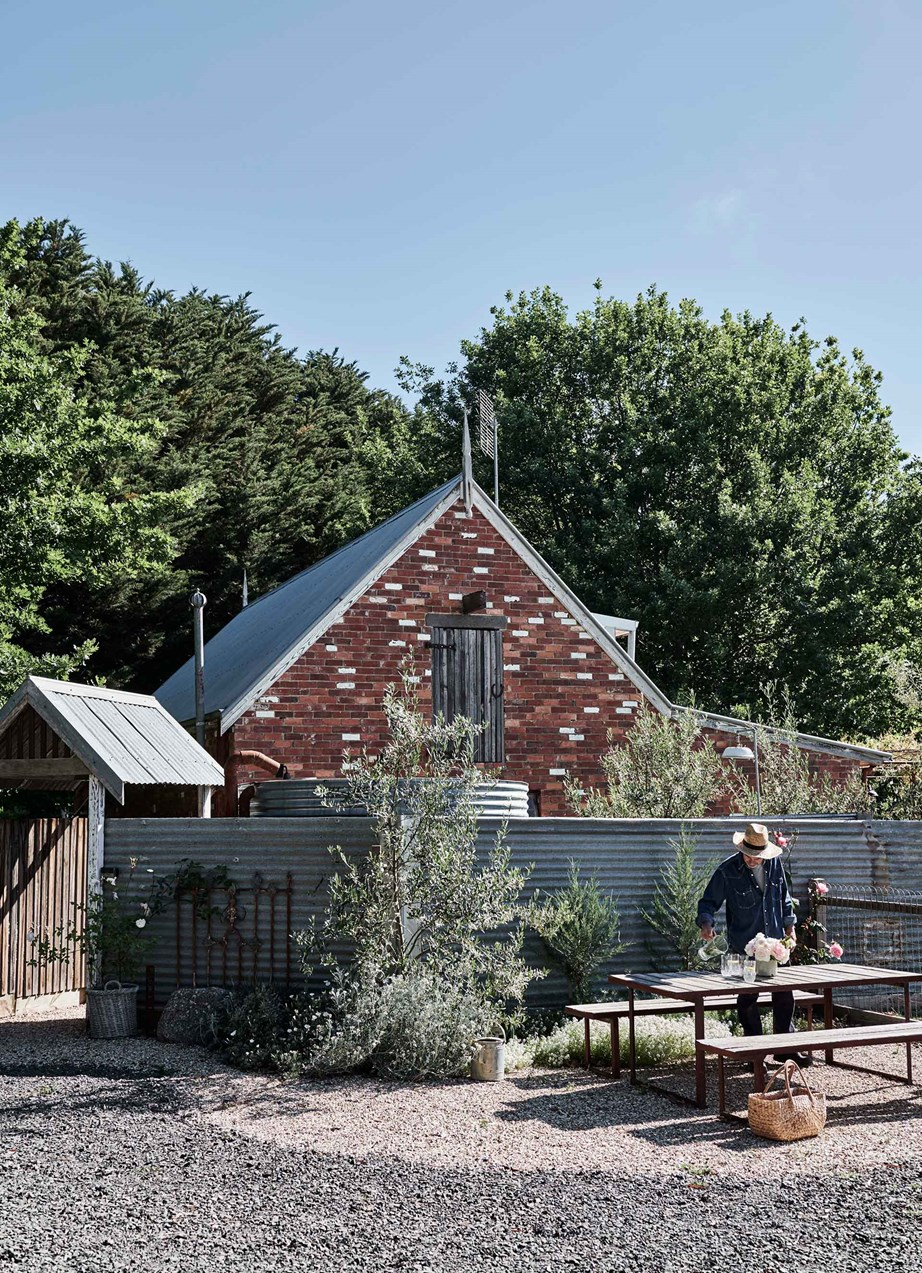 "Surrounded by olive trees, roses and pinot noir grapes, this simple, Mediterranean-inspired outdoor setting is where farmers, Danni and Ash, take time out from a hard day's work. The couple live in the [brick gable roof cottage](https://www.homestolove.com.au/gable-roof-cottage-20629|target=""_blank"") behind."