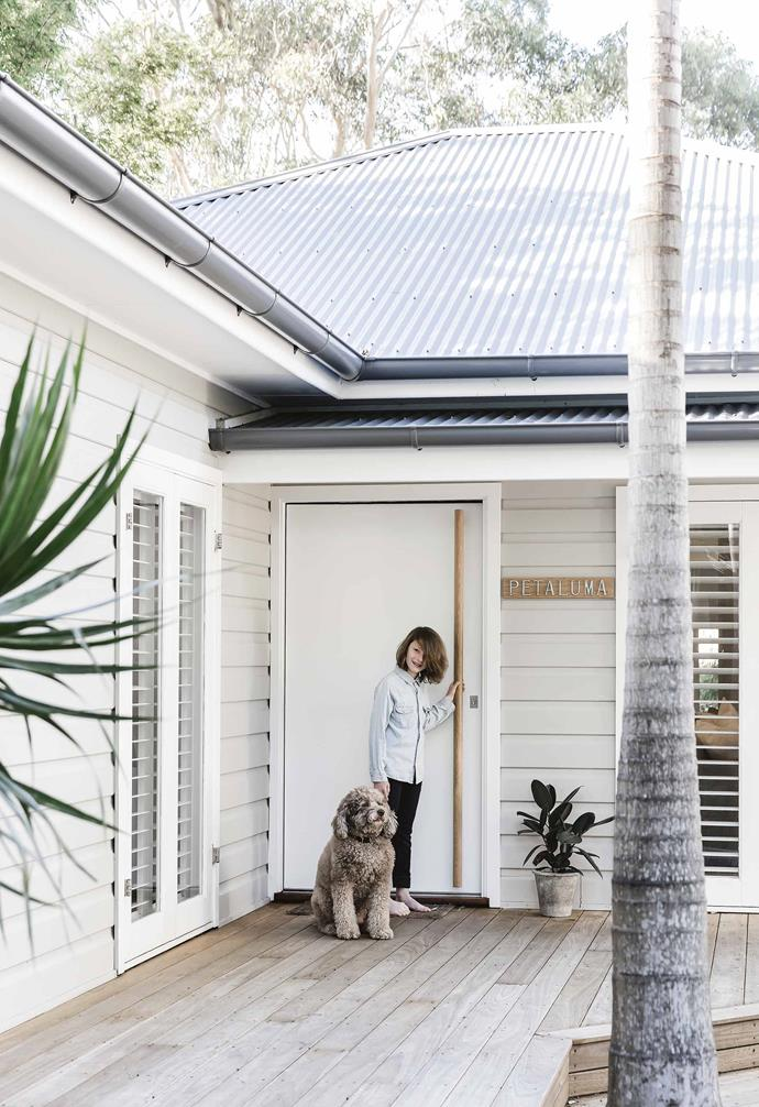 "In this [renovated weatherboard beach house](https://www.homestolove.com.au/bellamumma-nikki-yazxhi-home-tour-16880|target=""_blank"") the plantation shutter window treatment that can be seen from the home's exterior echo the linearity of the weatherboards, creating a striking visual impression. <br><br>"