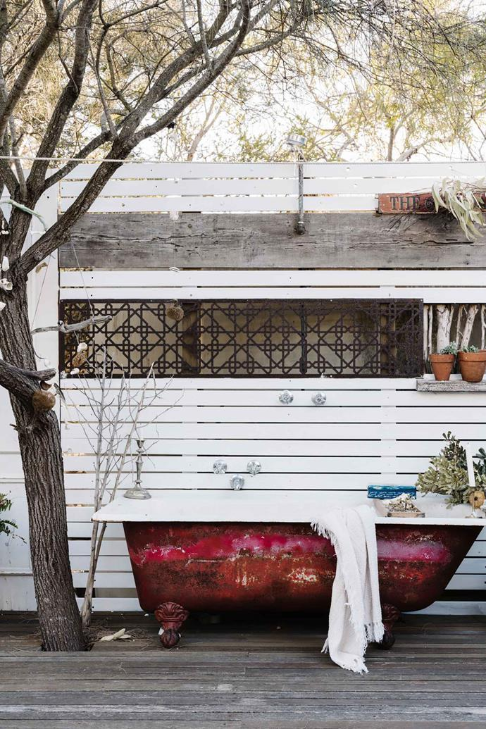 "An [outdoor bath tub](https://www.homestolove.com.au/outdoor-bath-design-trend-6379|target=""_blank"") sits on the large deck that connects the house to the shed. ""We love Enid Blyton books and this place evokes that feeling. There are coves to explore and shipwrecks just off the coast,"" Sarah says. ""The kids crave this space to run free."""