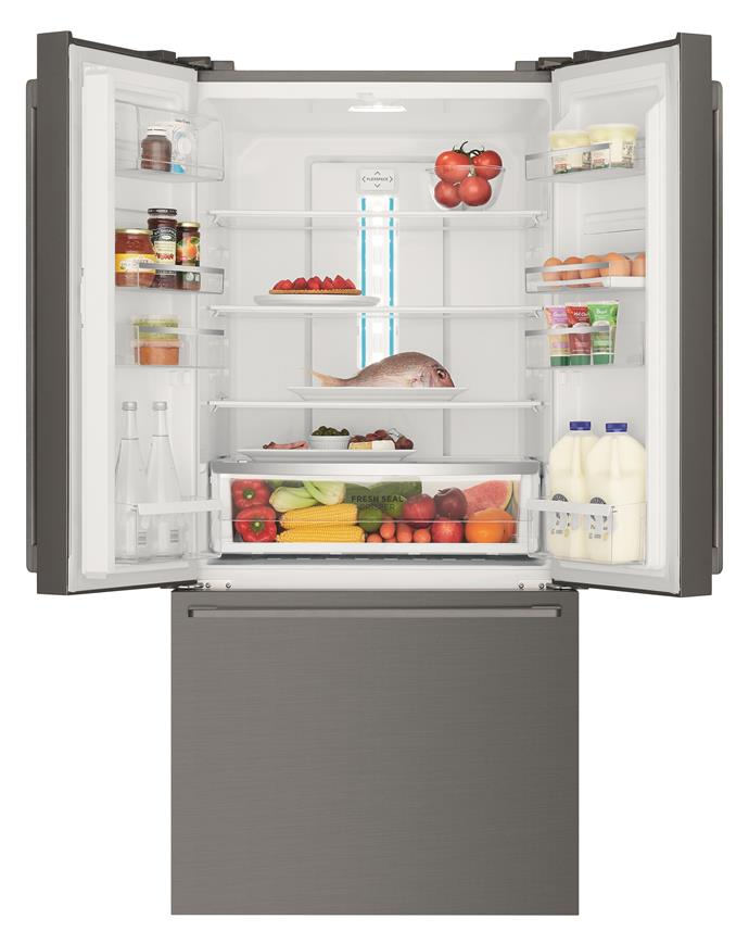 This Westinghouse 524L Dark Stainless Steel French Door Fridge makes it easy to stay organised.