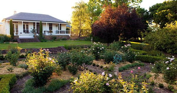 Inside an 80-year-old garden designed by Edna Walling | Country Style