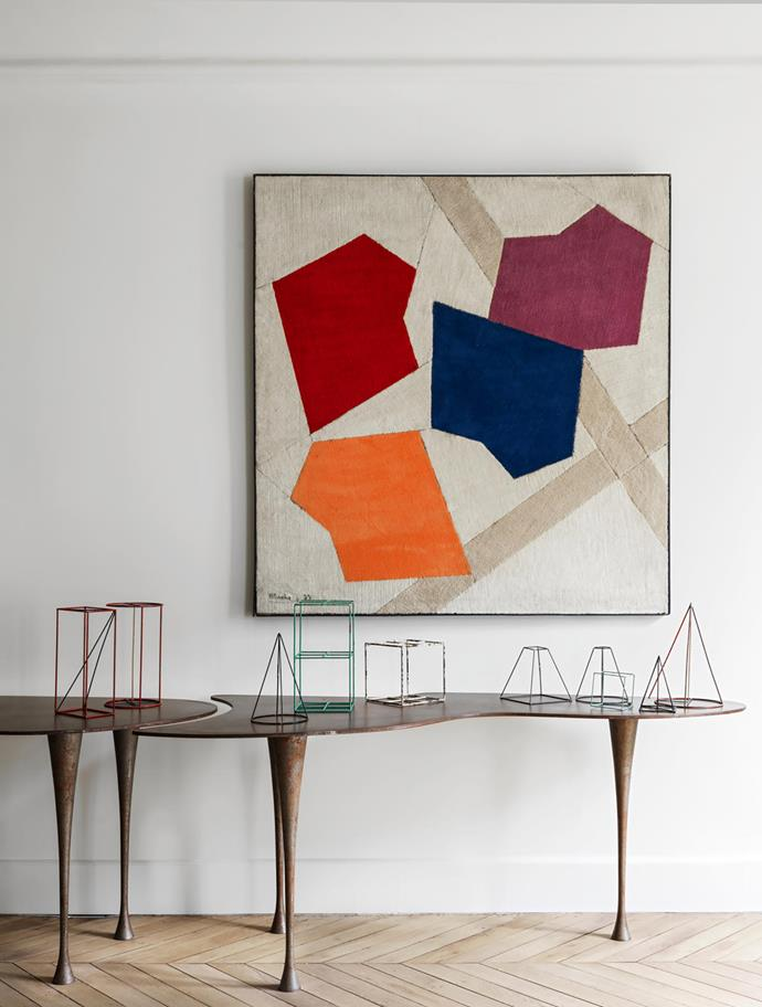 The only known work on textile by French painter René Roche above a vintage console by Pucci de Rossi displaying metal sculptures that came from an architecture school and represent different geometric volumes.