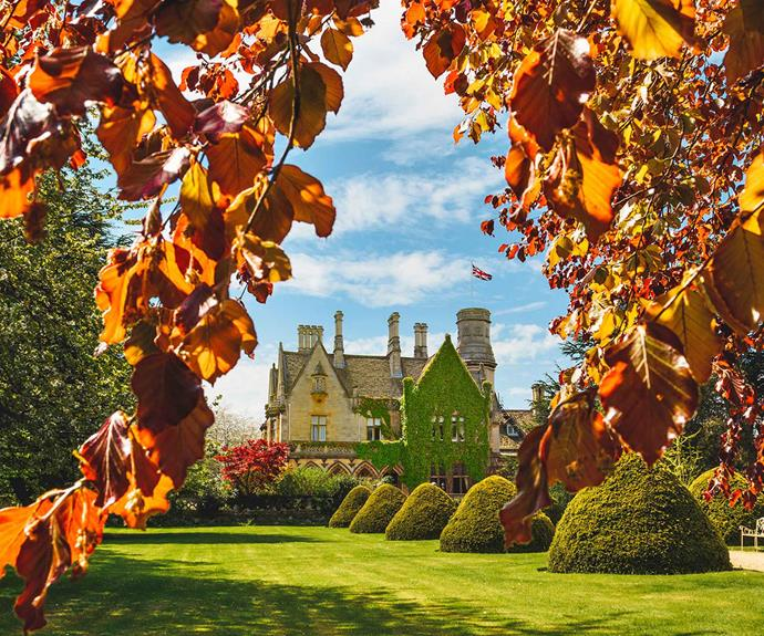 """<P>**PRIVATE MANOR**<P> <P>Set by a lake and surrounded by rolling green lawns, [Private Manor House](https://fave.co/30alsJG