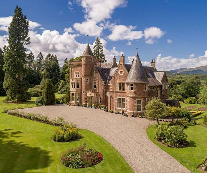 """<P>**SCOTTISH CONTEMPORARY BARONIAL CASTLE**<P> <P>Although the exterior of this Scottish castle is quaint and charming, the interior is entirely modern. The [Scottish Contemporary Baronial Castle](https://fave.co/2V2pqPz