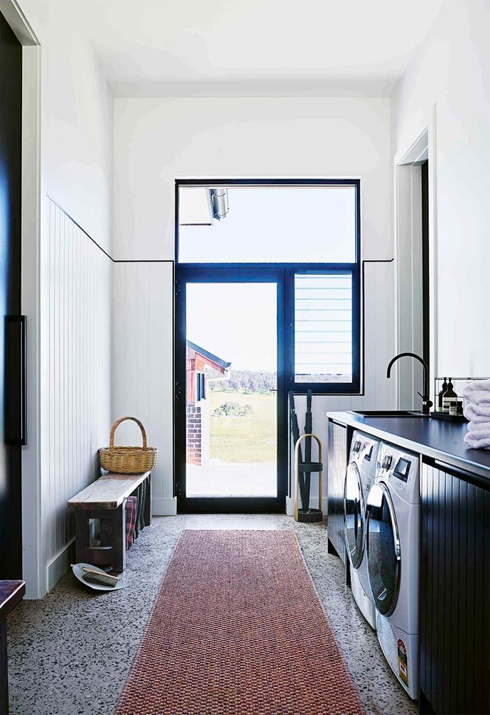 "This [mudroom-meets-laundry](https://www.homestolove.com.au/mudroom-ideas-20284|target=""_blank"") space in this [cosy country farmhouse](https://www.homestolove.com.au/country-farmhouse-17468