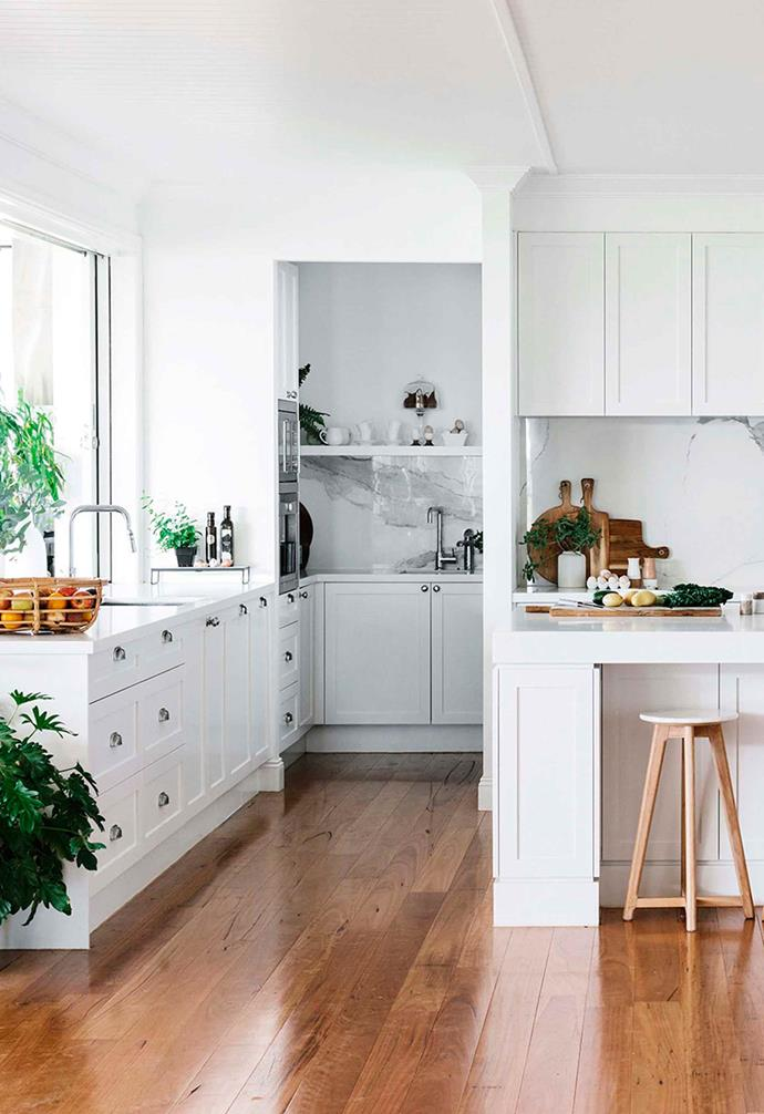 "The [farmhouse-style kitchen](https://www.homestolove.com.au/farmhouse-kitchens-20204|target=""_blank"") in this [Victoria Park guesthouse](https://www.homestolove.com.au/victoria-park-farm-guesthouse-20061