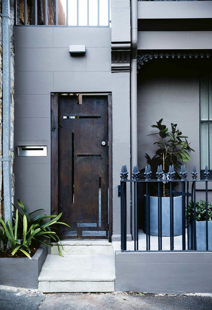"Equally, the narrow cobblestones tie in with wooden bench seating and cupboards around two sides of the courtyard. ""Because the stones are long strips, you get a linear effect that ties in really well with the timber,"" says Oliver.<br><br>**Entry** The aluminium gate was treated with [Porter's Paints](https://www.porterspaints.com/