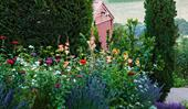 8 charming cottage garden design ideas