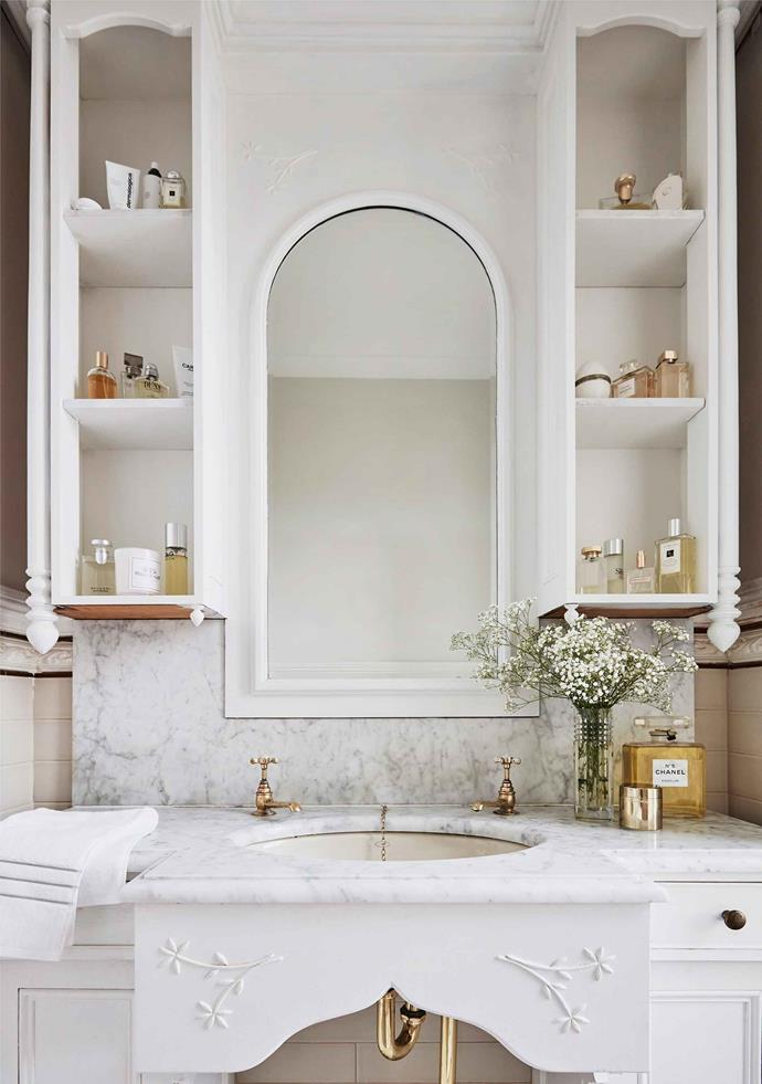 An antique bathroom vanity with separate hot and cold taps. These taps are also known as pillar taps.