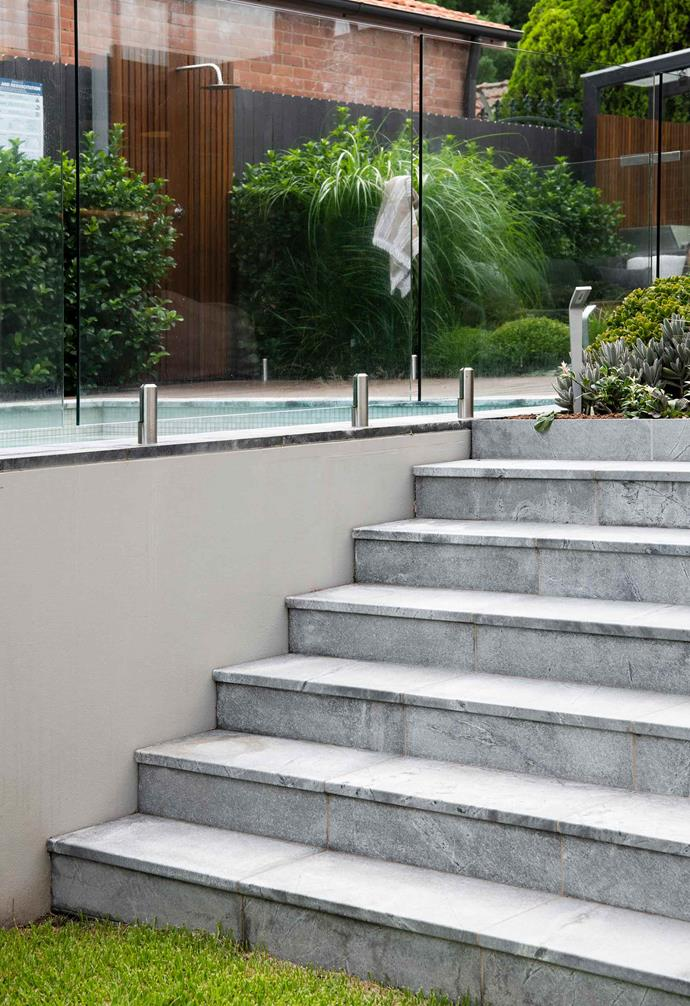 **Detail** The broad Atlantic stone stairs leading to the sunken rear lawn and garden.