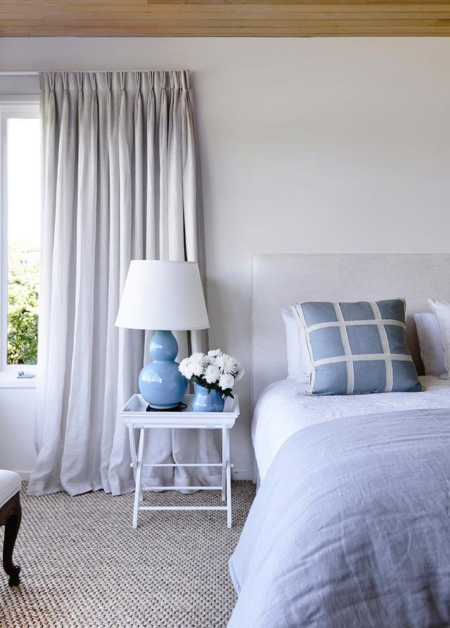 "This [seaside home](https://www.homestolove.com.au/10-steps-to-coastal-style-4398|target=""_blank"") on the Mornington Peninsula is a lesson in effortless coastal style. Layers of linen, in delicate prints and self-patterns, create a cosy sanctuary in this bedroom. Accent colours reflect the moody blues of the sea, on a base of white."