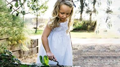 How to start a vegetable garden for kids with 4 easy-to-grow vegies