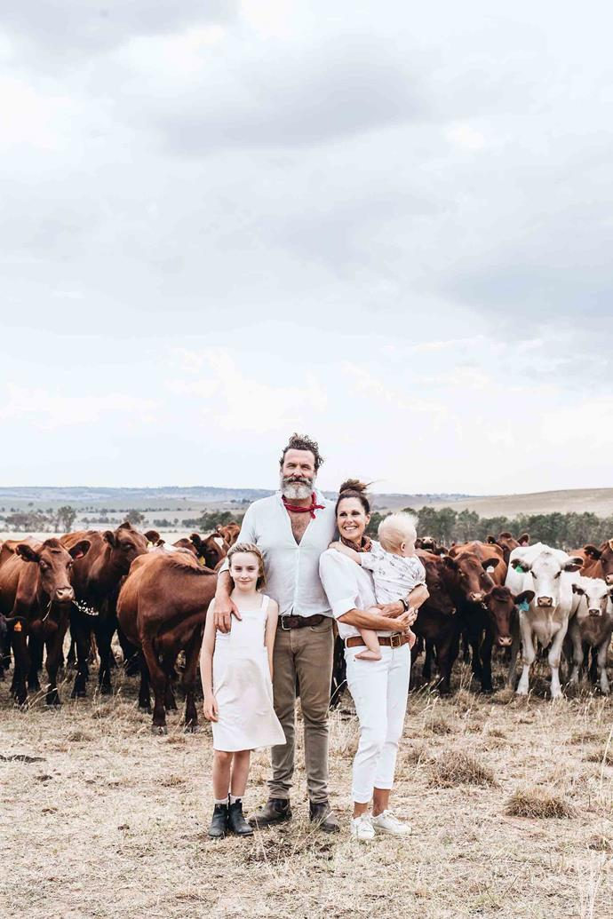 Charlie Arnott with his wife Angelica and their children Lilla and Lordie in front of a mob of Shorthorn breeder cattle in Clover Paddock.