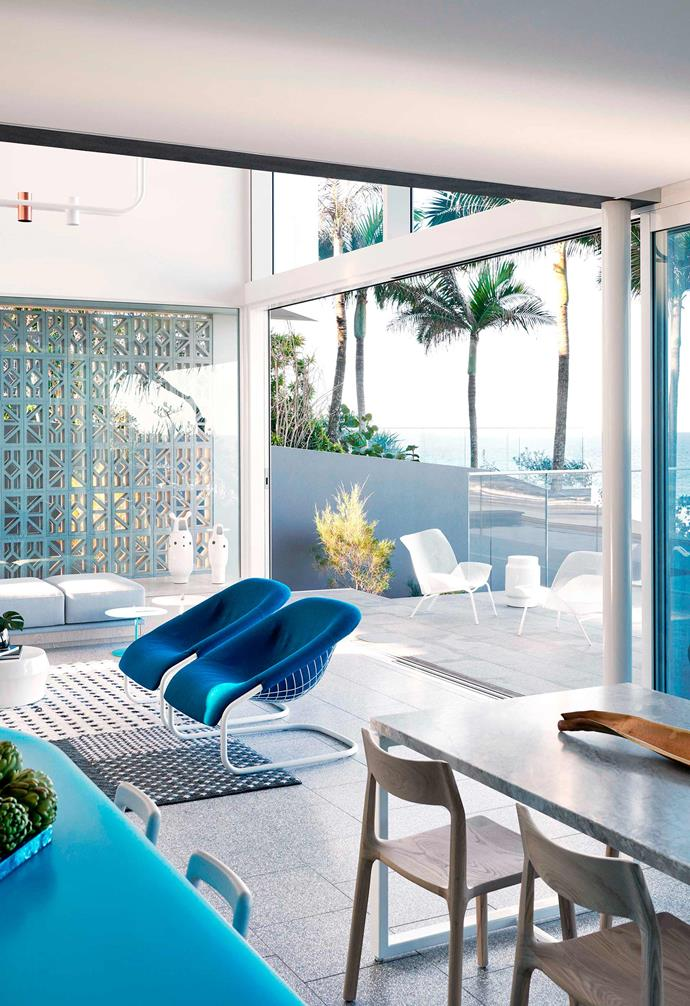 """Pops of blue pop against a canvas of white and minimalist lines in this [beach house in Noosa](https://www.homestolove.com.au/palm-springs-style-beach-house-19258