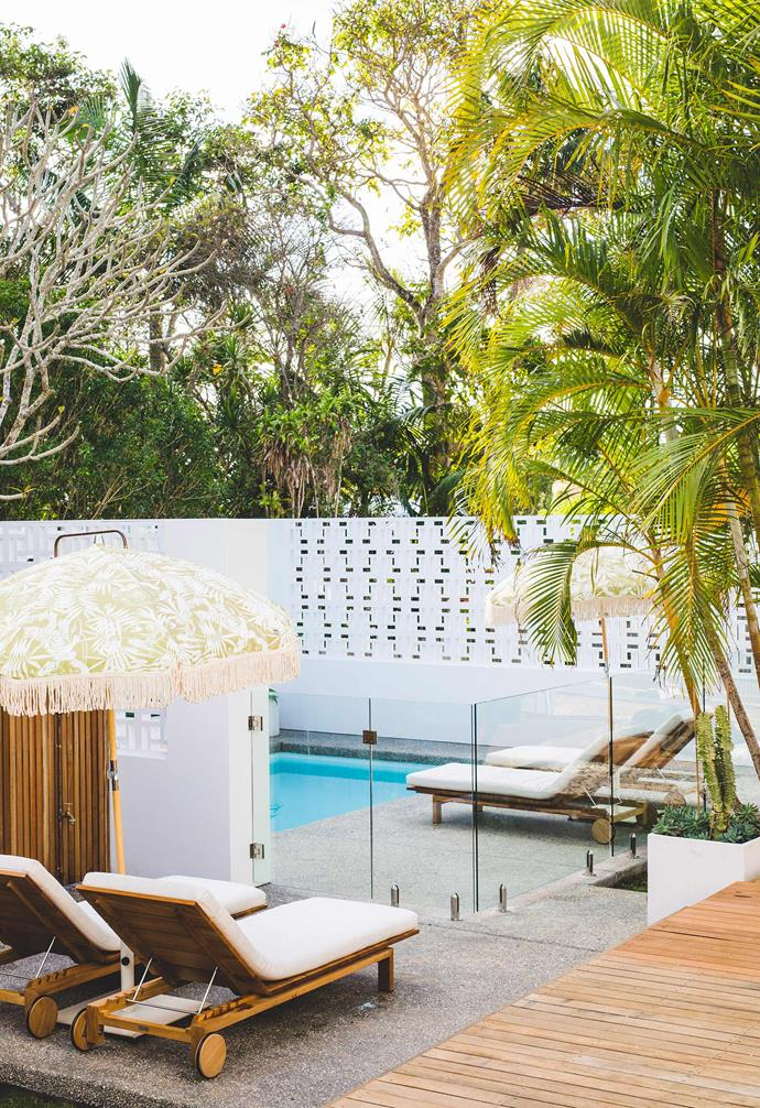 """Breeze blocks, swimming pools and bright umbrellas are a signature of relaxed Palm Springs style, as seen in this Palm Springs-inspired [guesthouse in Byron Bay](https://www.homestolove.com.au/bask-and-stow-a-boutique-guesthouse-in-byron-bay-4556