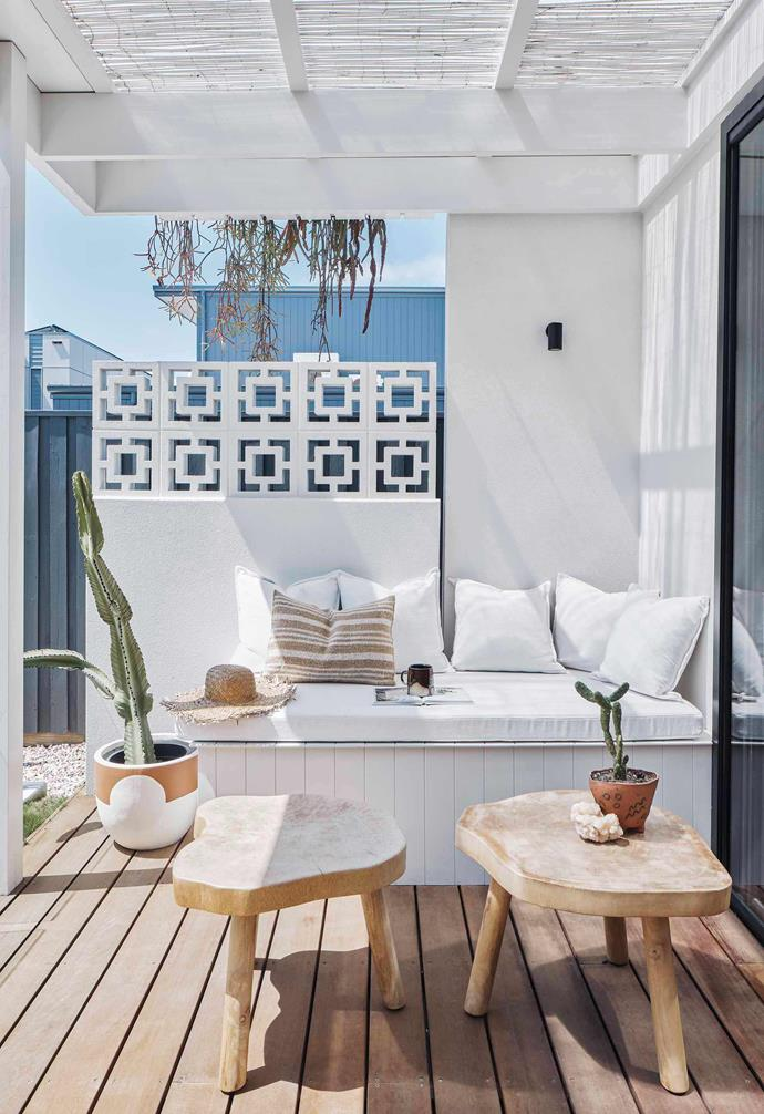 """Outdoor entertaining is key when it comes to Palm Springs decor and we love the clever addition of breeze blocks to the outdoor deck of [this coastal home](https://www.homestolove.com.au/palm-springs-inspired-home-19646