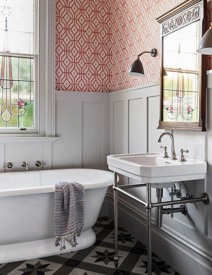 A deft reworking of this classic space inserts contemporary luxury and enhances its utility. Interior designer Chelsea Hing used Anna Spiro 'Rosey Posey Trellis' wallpaper in Chilli Coral and triple strength 'Wood Smoke' paint, both from Porter's Paints, on the walls.
