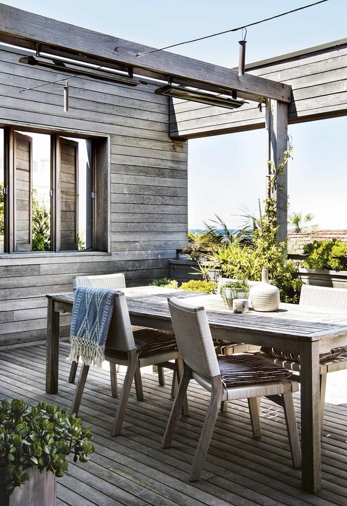 """In the outdoor room of this [coastal home](https://www.homestolove.com.au/reverse-brick-veneer-house-18270