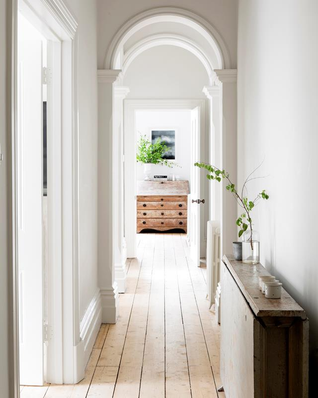 "An arresting line of sight leads the eye past a progression of archways to the kitchen of this [updated period home](https://www.homestolove.com.au/elegant-heritage-home-in-melbourne-by-ali-ross-design-5014|target=""_blank"") in Melbourne."