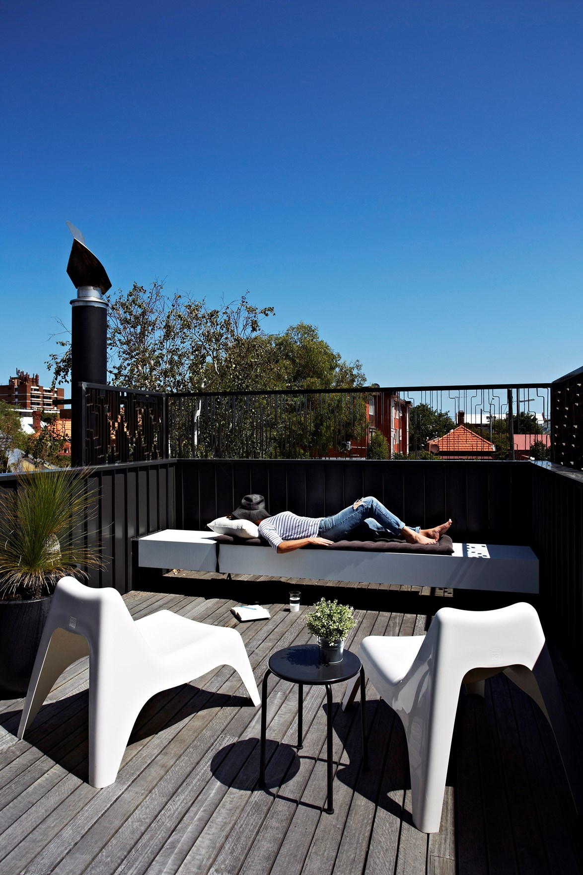 "**Create a rooftop oasis**<br> If you have a [rooftop garden](https://www.homestolove.com.au/rooftop-gardens-2933|target=""_blank"") rather than a backyard, make the most of it with some simple seating. Perusing the morning newspaper with mug of coffee in hand can be one of life's pleasures, and you might find yourself missing this small thing the most when it's time to go back to work."