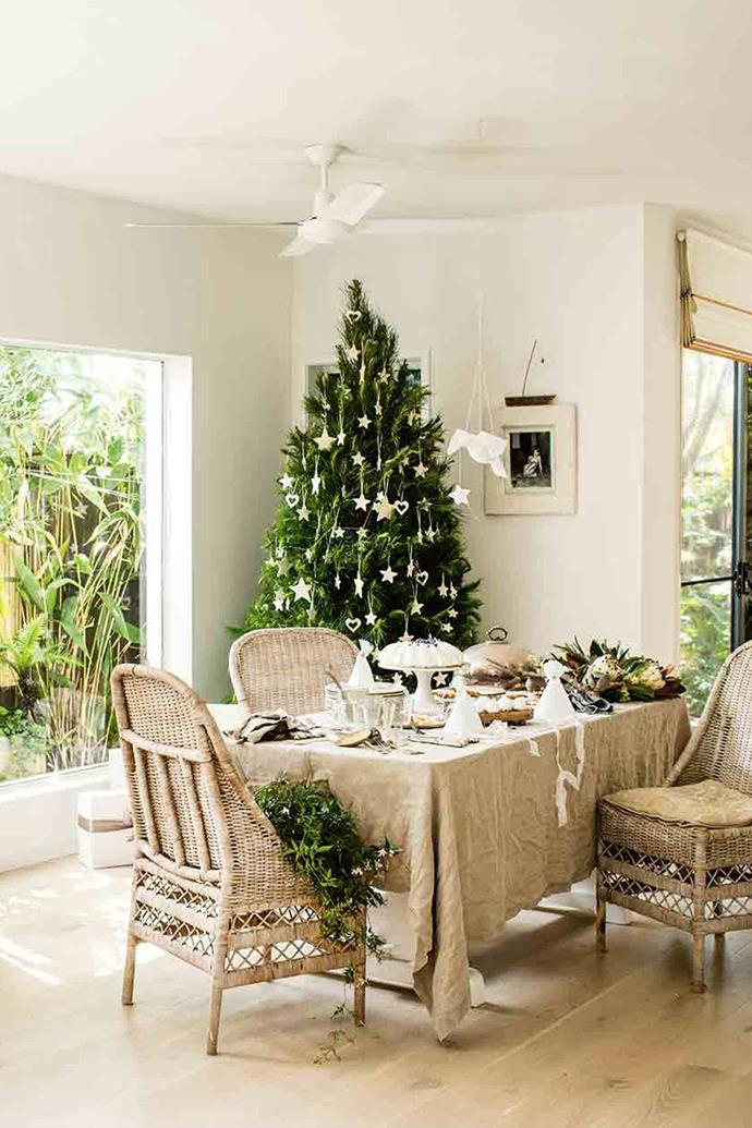 "Vicki's sun-dappled dining room, overlooking the garden, is the perfect spot for a [relaxed Christmas lunch](https://www.homestolove.com.au/christmas-table-decor-4393|target=""_blank""). The cakes and biscuits are from [Jocelyn's Provisions](https://jocelynsprovisions.com.au/