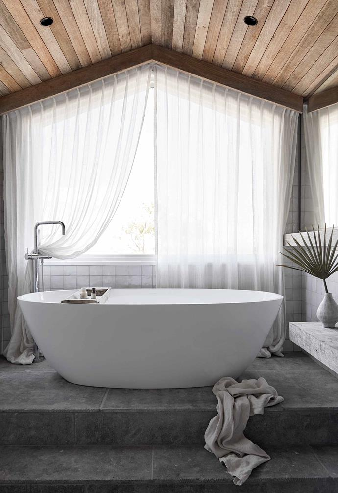 "**Ensuite** The [Victoria + Albert](https://vandabaths.com/aus/australasia/|target=""_blank""
