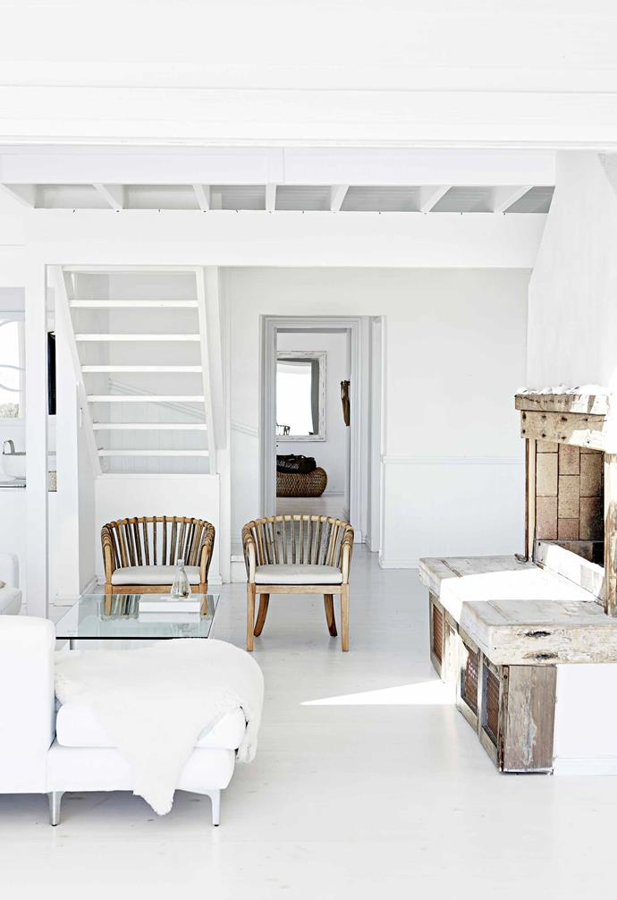 """Once the plans were ready, the 15-month construction period went fairly smoothly, with the only challenge being the amount of sand that had to be moved. """"The advice I can give for those building on sand is 'If in doubt, add more steel',"""" says Rob.<br><br>**Living area** Cool and breezy just as any beach house should be, natural textures, such as seagrass, reflect the setting and add interest."""
