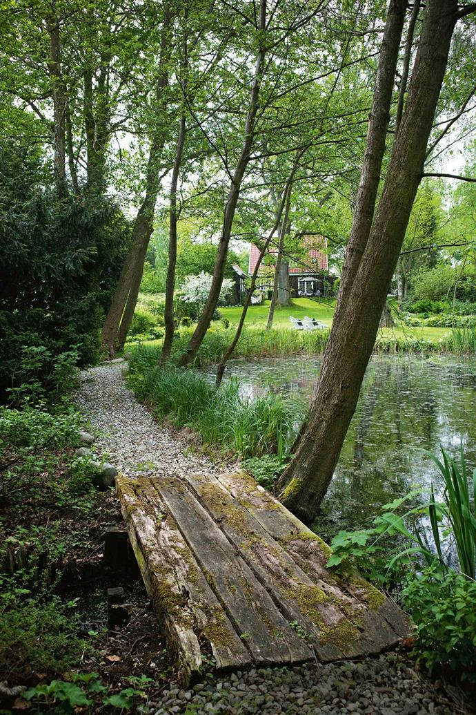 The garden ends in a beautiful little lake.