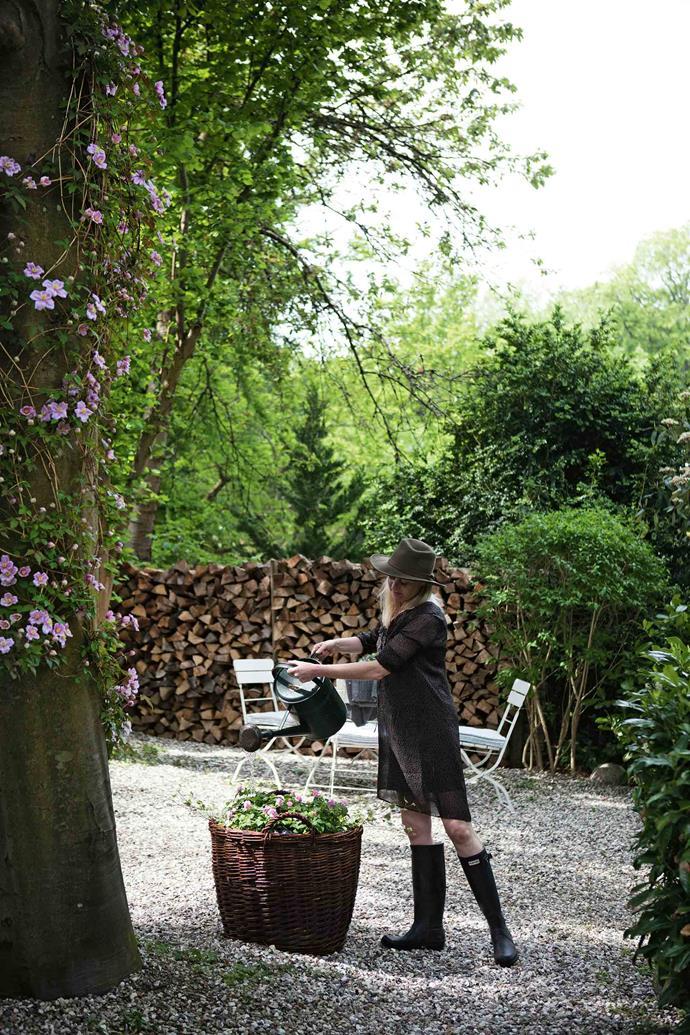 Lotte in the garden.