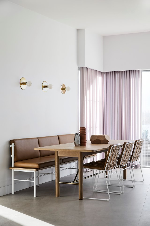 "The owners of this [modern Scandi home](https://www.homestolove.com.au/modern-scandi-home-20874|target=""_blank"") use this casual banquette area to do homework, socialise and enjoy meals together. The built-in banquette was custom-made in easy-to-wipe-clean leather by [Tuckbox Design](https://www.tuckbox.com.au/