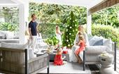 A bright weatherboard weekender dressed up for the festive season