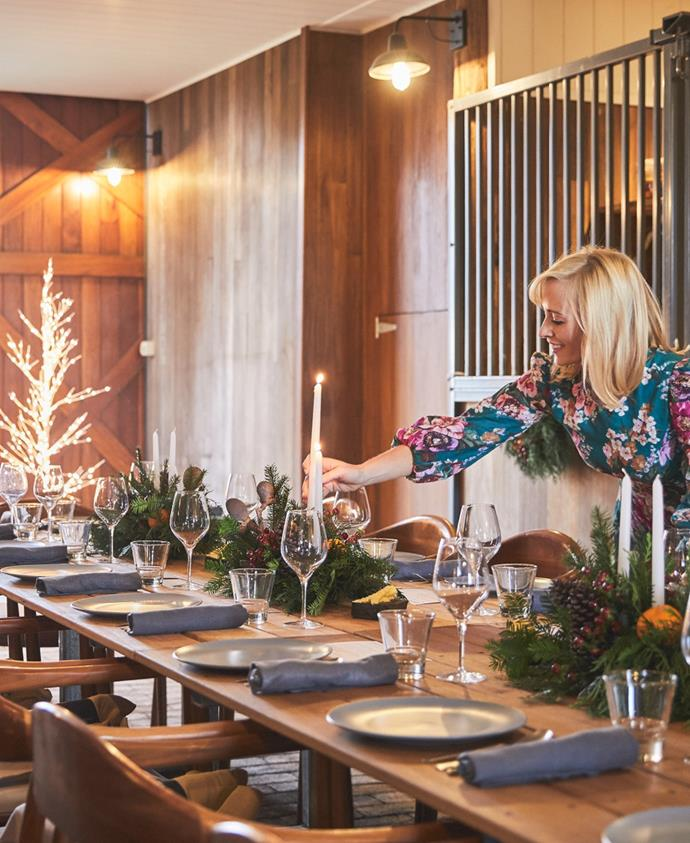 The setting of The Barn in Bowral was the perfect foundation for a Christmas table with a Scandi vibe. Stephanie created a simplistic table setting set off by beautiful wreaths and table arrangements adorned with citrus, candles and pine cones.