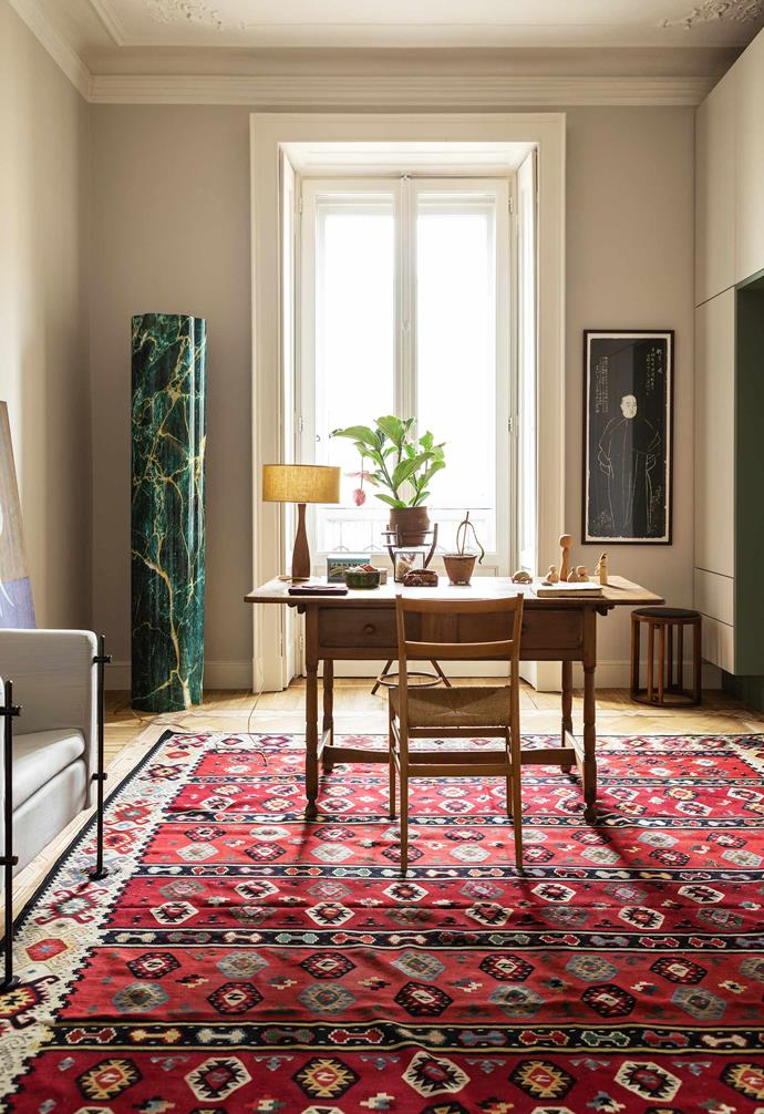 **Study/guest room** The measured decor of this space is oriented around an 1800s Italian desk and Gio Ponti 'Superleggera' chair (now produced by Cassina). In the left corner is a sculpture by Kensuke Koike, on the right an old engraving of a Chinese dignitary.