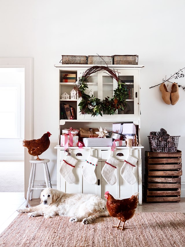 "Millie the golden retriever and chickens Clucky and Brownie join in on the festivities in this [old farmhouse in the Adelaide Hills](https://www.homestolove.com.au/nether-hill-farm-kenton-valley-20940|target=""_blank""), where most of the decorations are handmade by owner and creative, Kate Brew, who runs floral arrangement workshops using flowers, branches and foraged elements from her home."