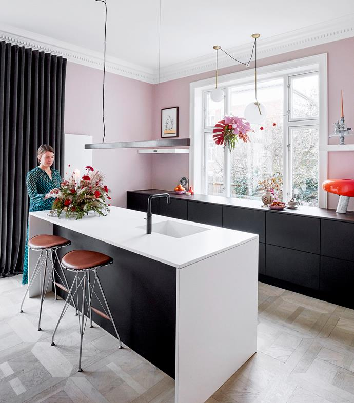 "The relatively minimalist Uno Form kitchen has been brought to life with spectacular [flower arrangements](https://www.homestolove.com.au/6-christmas-floral-arrangements-6025|target=""_blank"") that mirror the pastel pink walls and soften the hard line of the Anour steel pendant light."