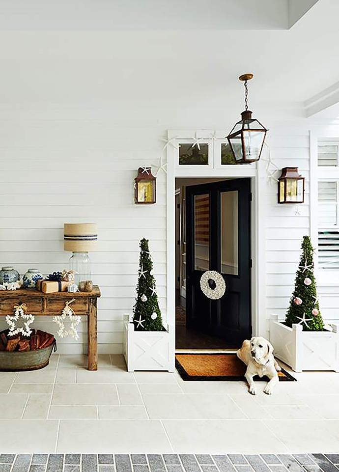 """This home, the epitome of [coastal chic](https://www.homestolove.com.au/classic-coastal-style-on-sydneys-harbour-2550