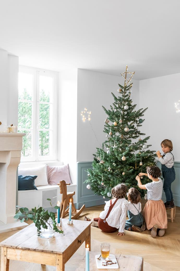 As soon as December arrives, homeowner Hélène and her children, (left to right) Pénélope, Hermione, Héloïse and Léonard, adorn the Christmas tree with their favourite decorations.