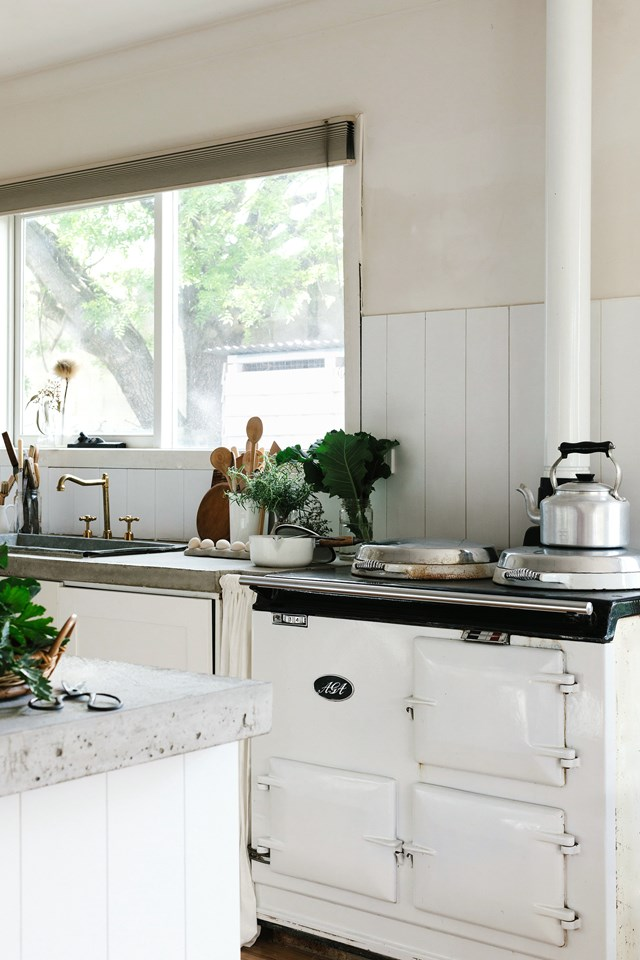 """This 50-year-old AGA oven inspired the renovation of [photographer Marnie Hawson's charming cottage](https://www.homestolove.com.au/photographer-marnie-hawson-cottage-victoria-20958