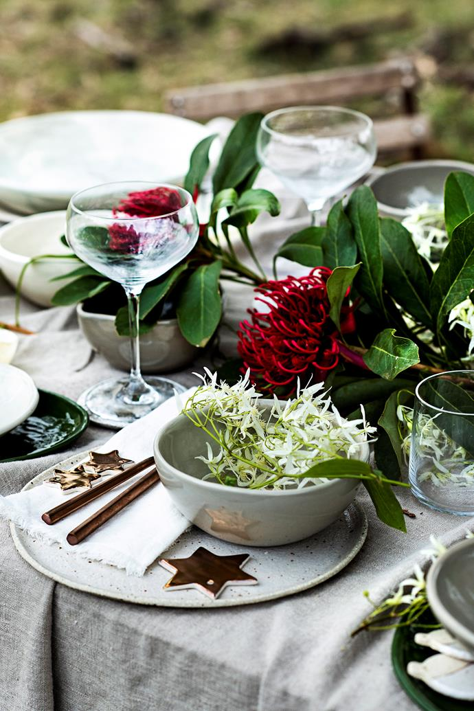 Having a garden gathering? Pull your table theme together by coordinating your cutlery and table linen with your decorations for a stylish setting; then use fresh flowers for a beautiful finishing touch.