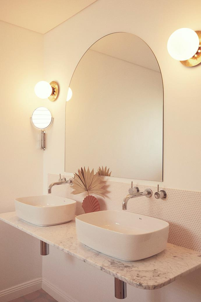 A double vanity helps cater for a crowd! The shell vase and palm leaf are both Nikau.