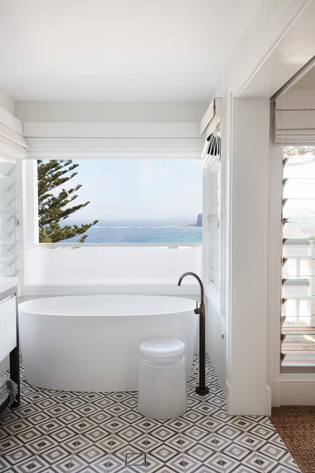 Stunning water vistas can be enjoyed from multiple areas in the home. Photo: Prue Ruscoe | Styling: Amanda Mahoney