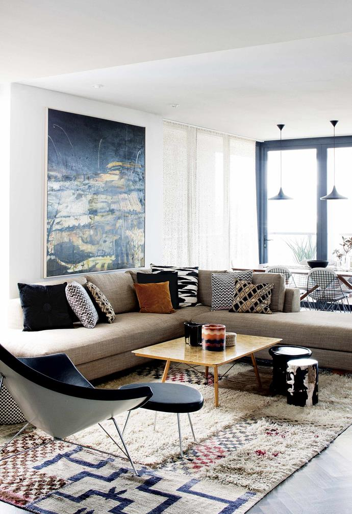 "The home is swathed in rich textures – upholstered walls, dramatic artwork, sheer fabrics, [glossy parquetry](https://www.homestolove.com.au/how-to-choose-the-best-timber-flooring-for-your-home-6968|target=""_blank"") and textured Asian rugs. ""You want something to bring a smile to your face,"" she says. ""I get a real sense of pleasure every time I open the door.""<br><br>**Living room** Fiona Lyda's Sydney apartment is a lesson in harmonising rich patterns and textures. The 'Kyoto' sofa, available through [Spence & Lyda](https://spenceandlyda.com.au/