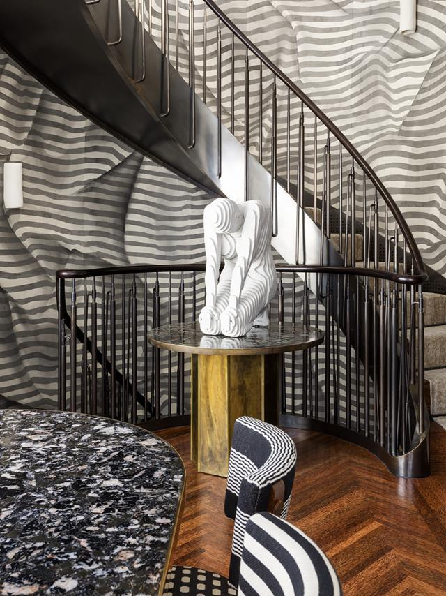 """The most striking feature in this [New York apartment](https://www.homestolove.com.au/leslie-blodgetts-bold-new-york-city-apartment-by-kelly-wearstler-20781