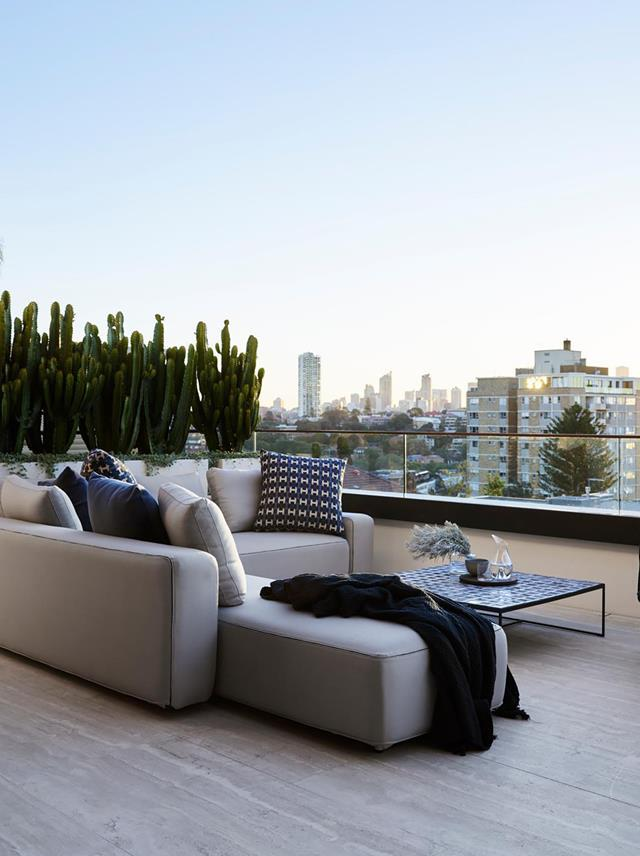 Conceived by  Alexandra Donohoe Church of Decus and Luigi Rosselli Architects this luxurious home features a terrace that is the perfect sitting area to watch the light and sun move across the harbour and city skyline throughout the day.